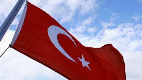 Evropsk� unie sl�bila Turecku intenzivn�j�� p��stupov� rozhovory, zjednodu�en� v�zov�ho styku a finan�n� podporu na pomoc uprchl�k�m - Ilustra�n� foto.