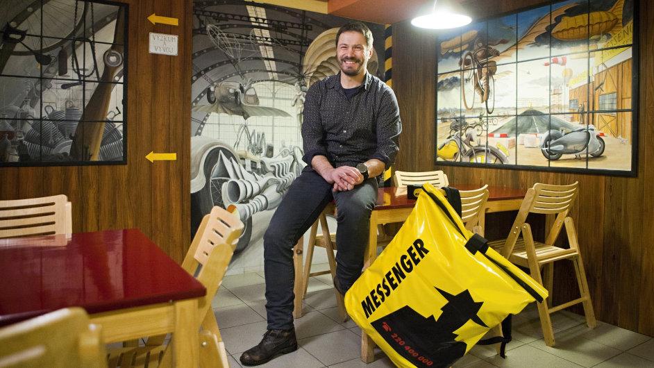 Láska kcyklistice přivedla Davida Voverku vroce 1991 kzaložení společnosti Messenger.