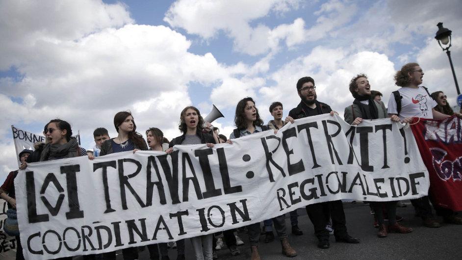 Francie stávkuje proti změnám zákoníku práce.