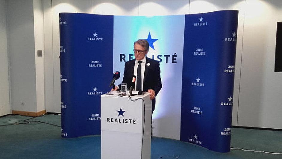 Politolog Robejšek založil novou stranu Realisté.