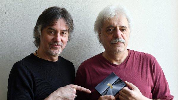 Na aktuálním snímku jsou hudebníci Luboš Malina (vlevo) a Robert Křesťan, kteří spolupracují už 33 let.
