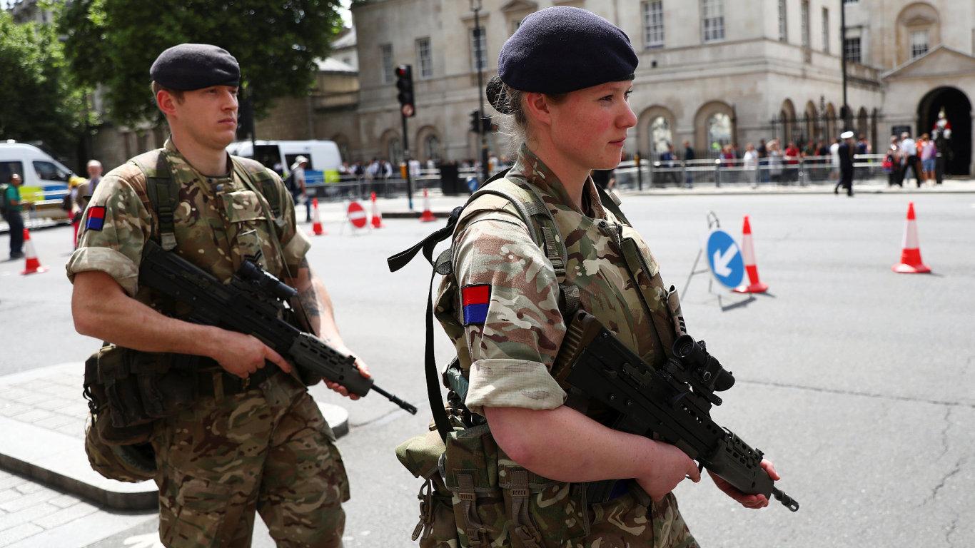 Vojáci po útoku hlídkují také v centru Londýna.