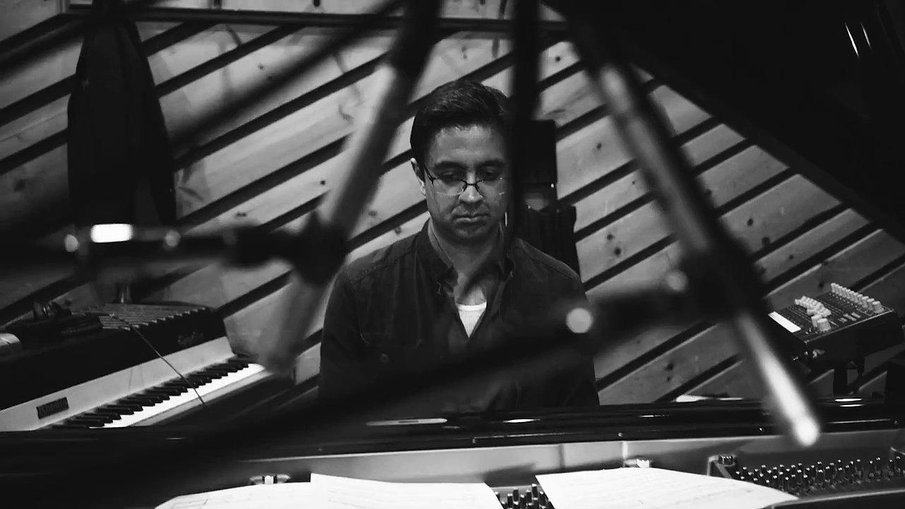 Britský deník Guardian Iyera před časem označil za jednoho z nejtvořivějších jazzových klavíristů mladé generace.