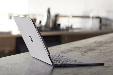 Microsoft Surface Book je hliníková socha, která se potýká s lehkou impotencí svého tvůrce