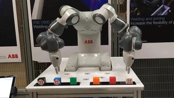 Nejvíce typů robotů na jednom místě v Česku: Kreslí, svařují i smontují tužku.