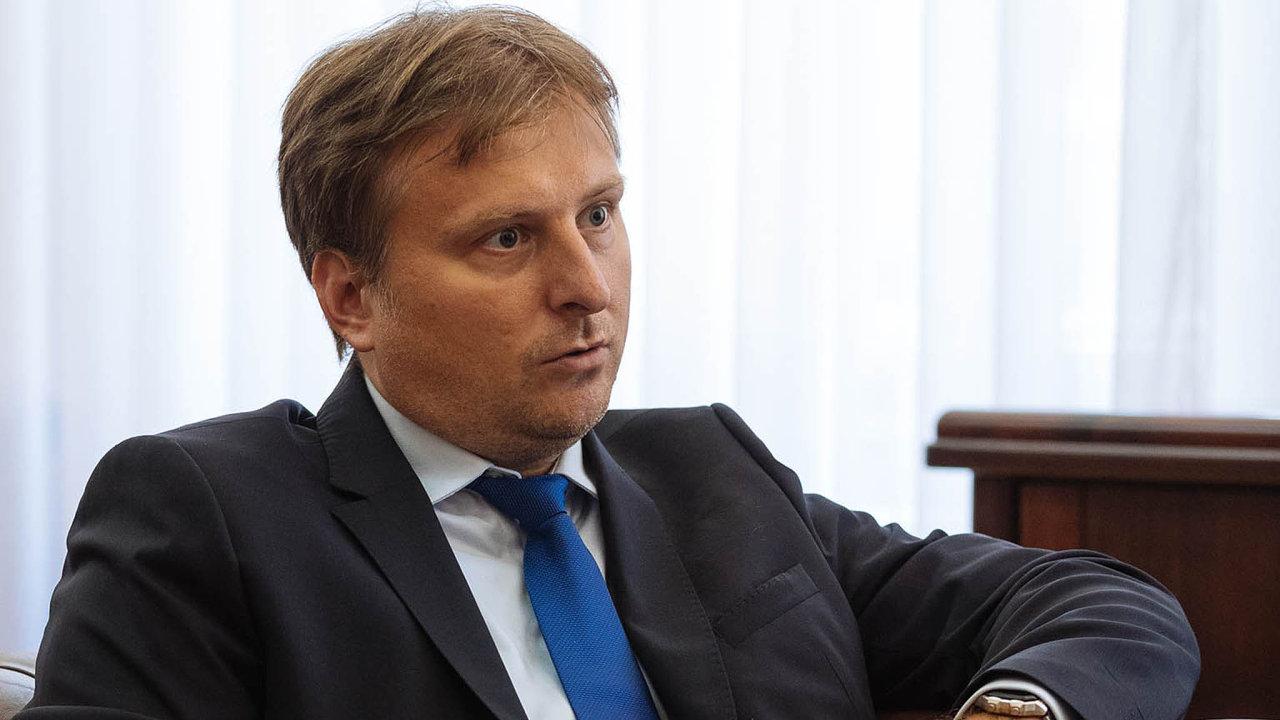 Předseda vlády postupoval podle českého práva, říká ministr spravedlnosti Jan Kněžínek.