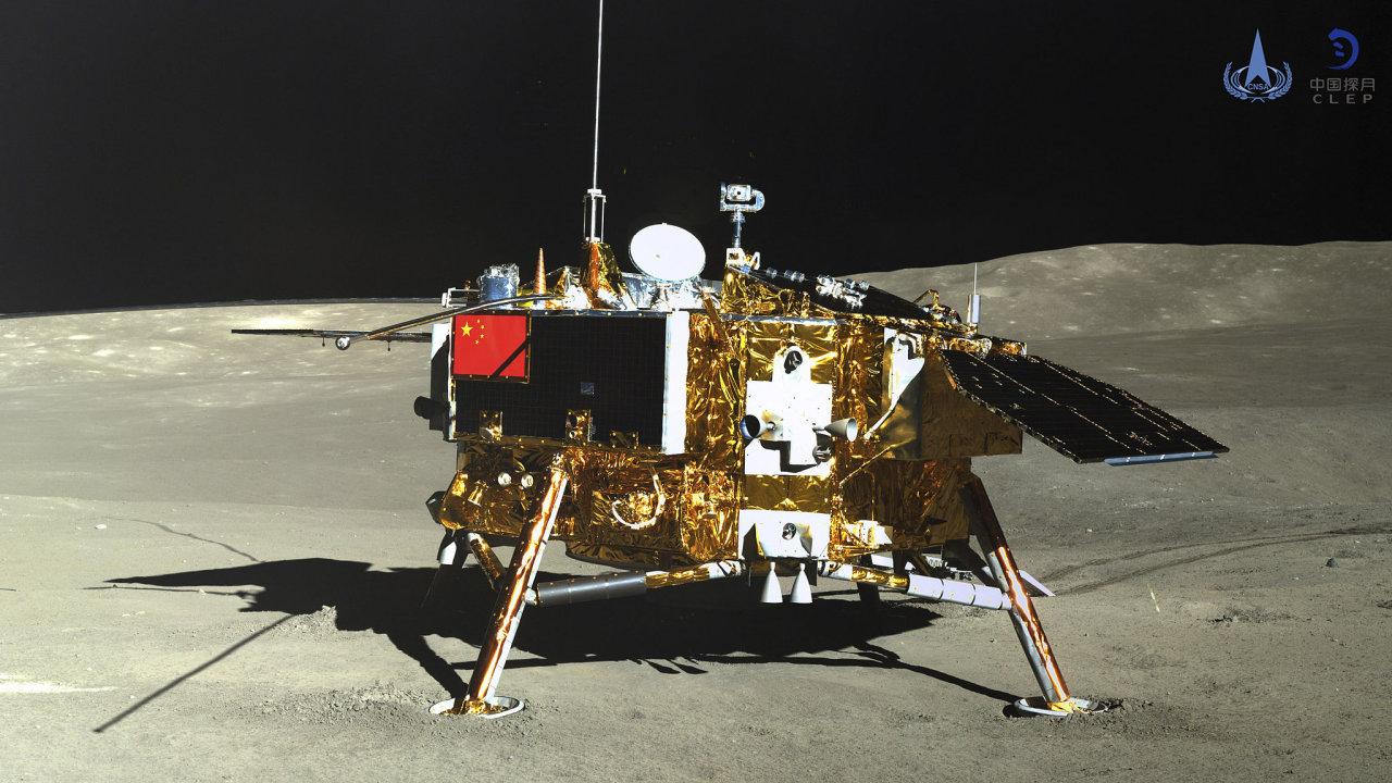 Čínská sonda Čchang-e 4 přistála na odvrácené straně Měsíce 3. ledna. Jde historicky o první misi na této straně Měsíce.