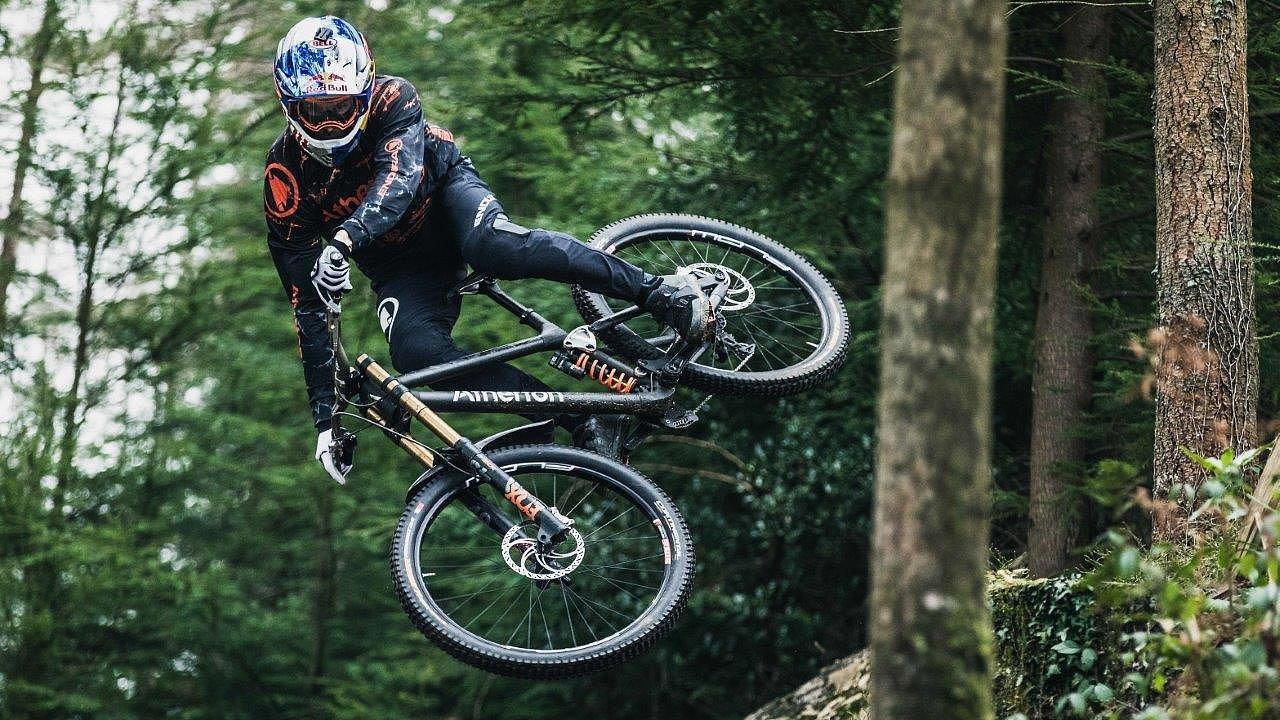 Renishaw spolupracuje s novou značkou horských kol Atherton Bikes, pro které tiskne titanové součástky na 3D tiskárně.