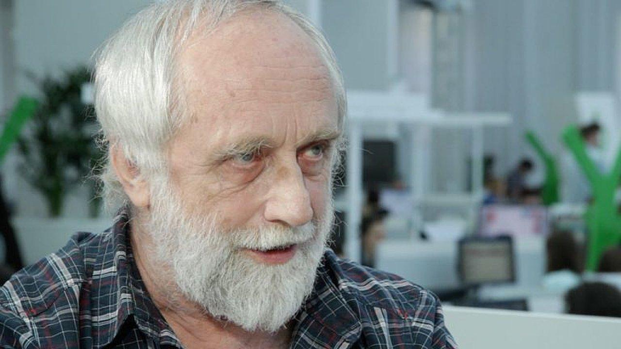 Jedním z vedoucích autorů zprávy IPBES je Pavel Kindlmann z Ústavu výzkumu globální změny Akademie věd ČR.