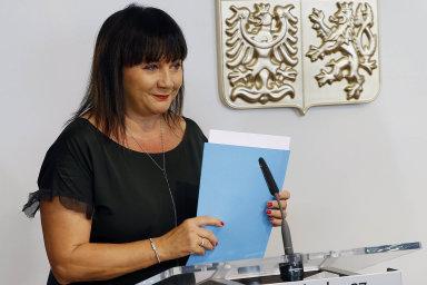 """""""Dnes čtvrtina pracovníků, tedy milion lidí, stravenky ani zvýhodněné závodní stravování nemá,"""" řekla ministryně Alena Schillerová."""