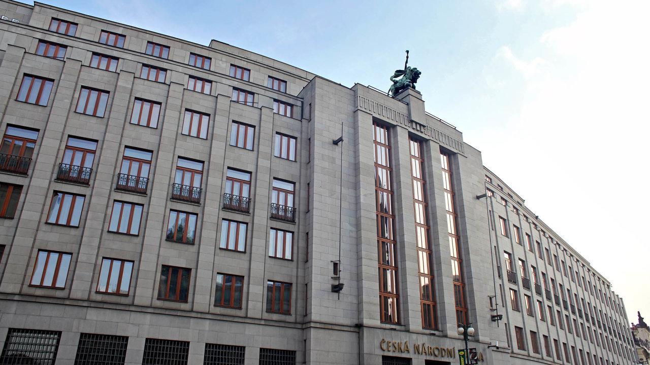 Silnější dohled nad evropskými bankami se projevuje mimo jiné imnožstvím informací, které musí finanční domy předávat regulátorům, jako je Česká národní banka.