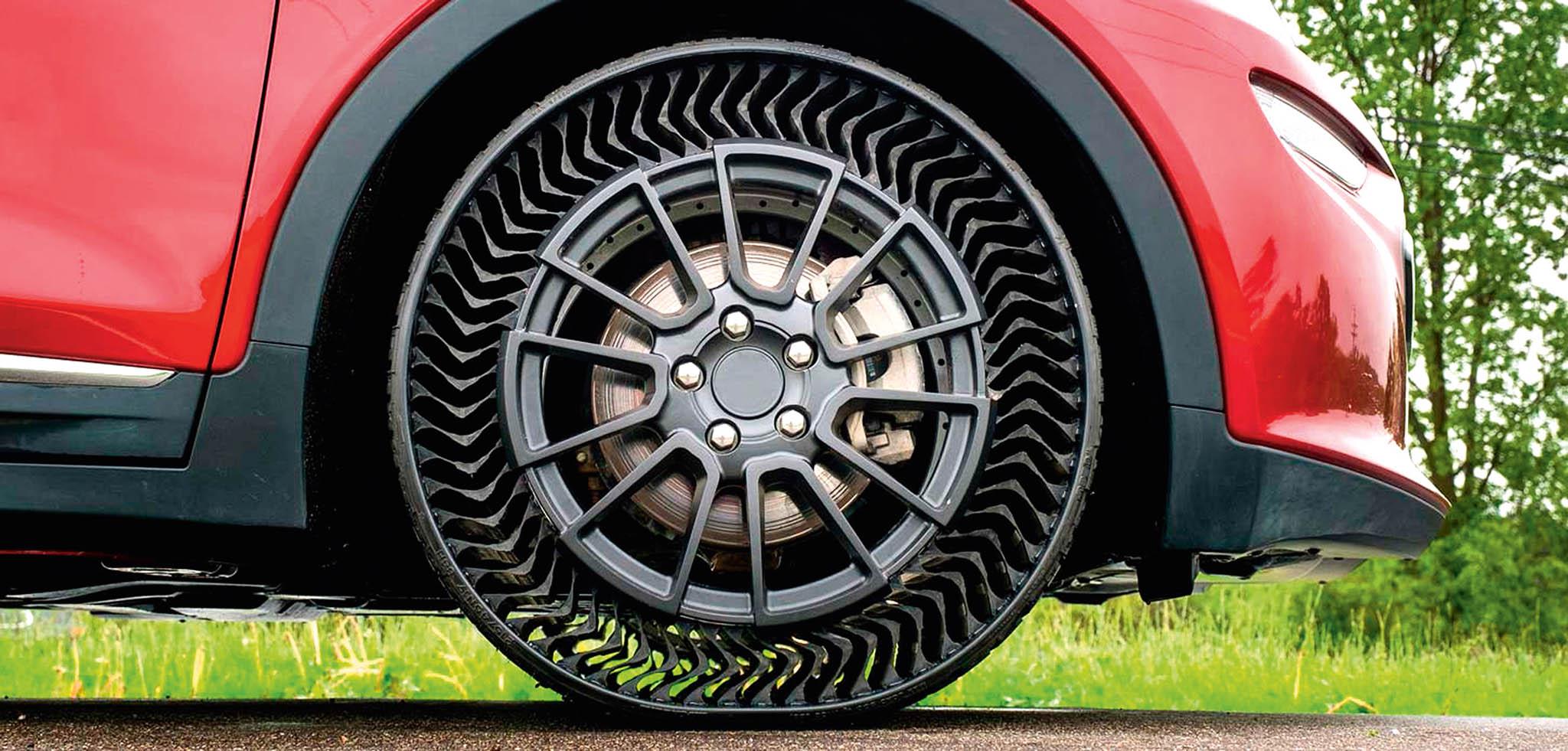 Michelin vyvinul pneumatiku,která nepotřebuje stlačený vzduch. Nahrazují ho pružná žebra. Pneumatika by se natrhu měla objevit zapět let.