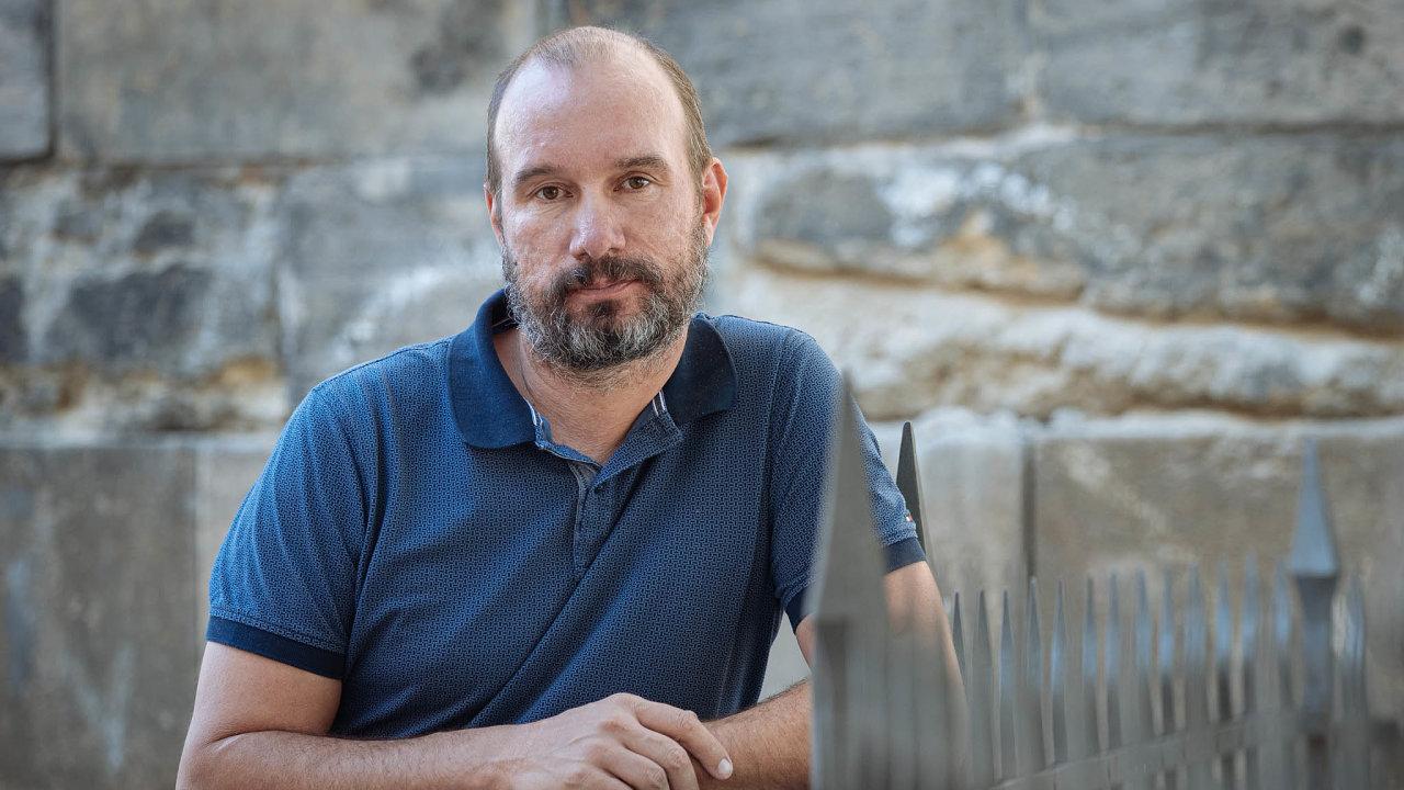 Jan Silber, absolvent Jihočeské univerzity vČeských Budějovicích se od dokončení studií věnuje IT. Má na starosti především vyhledávání anábor IT specialistů. Vede projekt Jobstack.it.