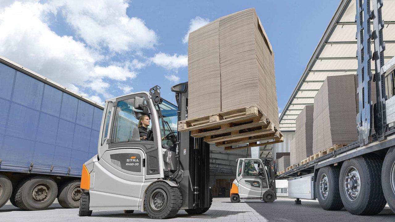 Německá společnost Still vyvinula avnáročném provozu papírny Lünewell vměstečku Lüneburg nedaleko Hamburku iotestovala novou generaci čelního vysokozdvižného vozíku RX 60-25/35.