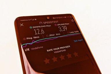 """Výsledky měření rychlosti """"neomezeného! LTE od Vodafonu"""