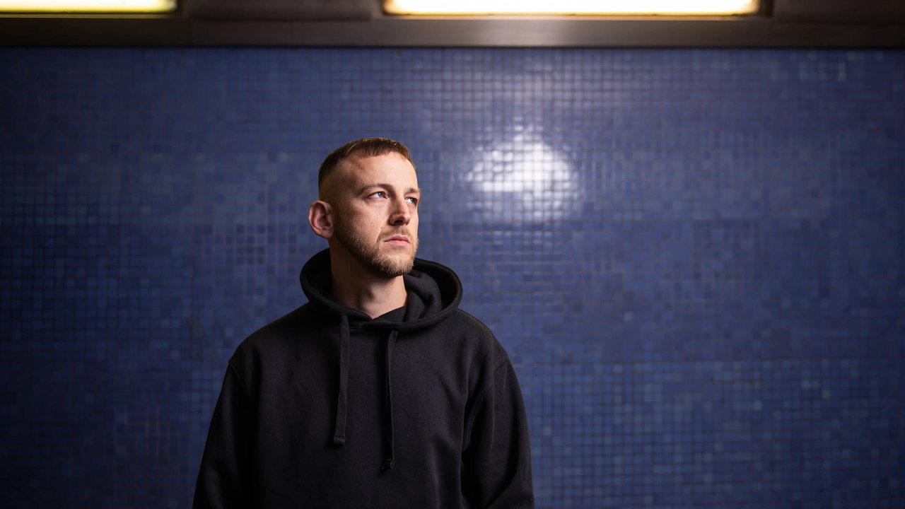 Hugo Toxxx, vlastním jménem Jan Daněk, 1. listopadu vydá popěti letech své první dlouhohrající album 1000.