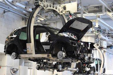Volkswagen vidí svoji budoucnost ve výrobě aut selektrickým pohonem. Doelektrifikace adigitalizace hodlá vletech 2020–2024 investovat skoro 60 miliard eur (vpřepočtu zhruba 1,54 bilionu korun).