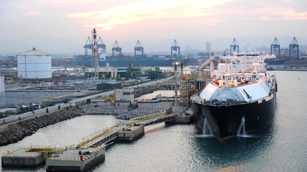 LNG terminál v přístavu v Barceloně patří k nejstarším na evropském území.