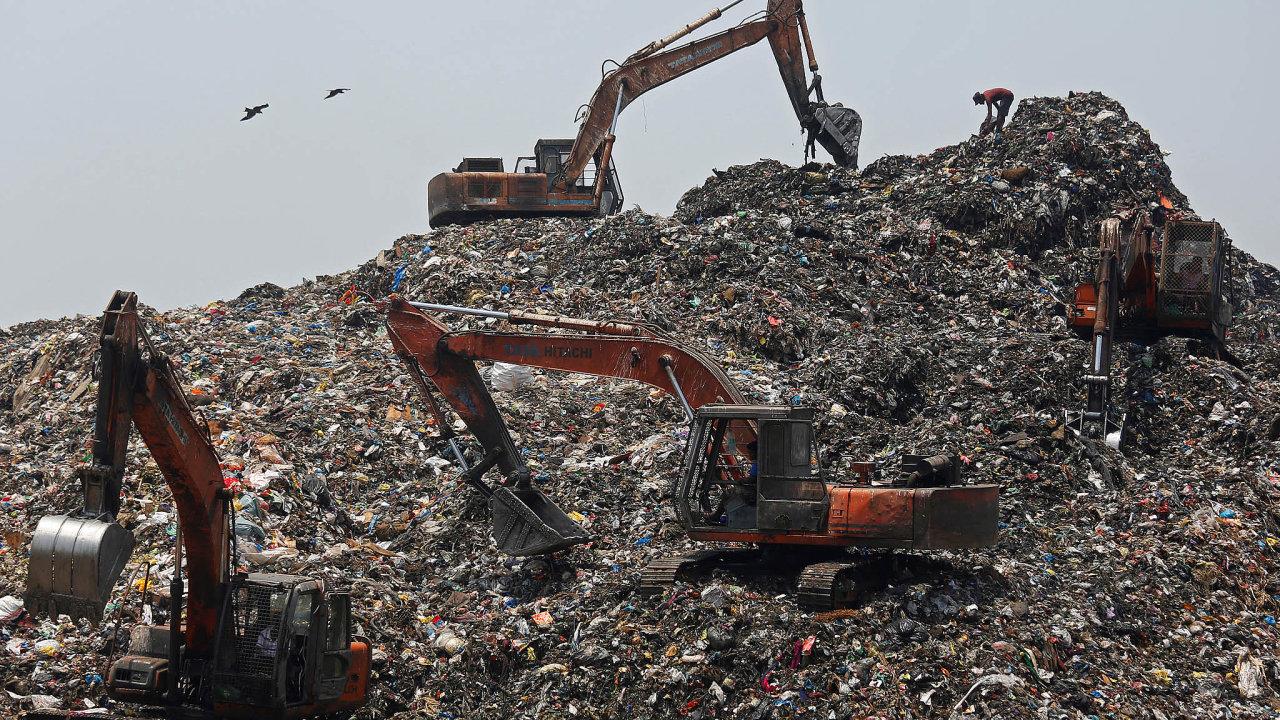Nevábně páchnoucí miliardy. Najednu stranu odpad nikdo nechce ařada zemí neví co sním. Natu druhou ohromný byznys.