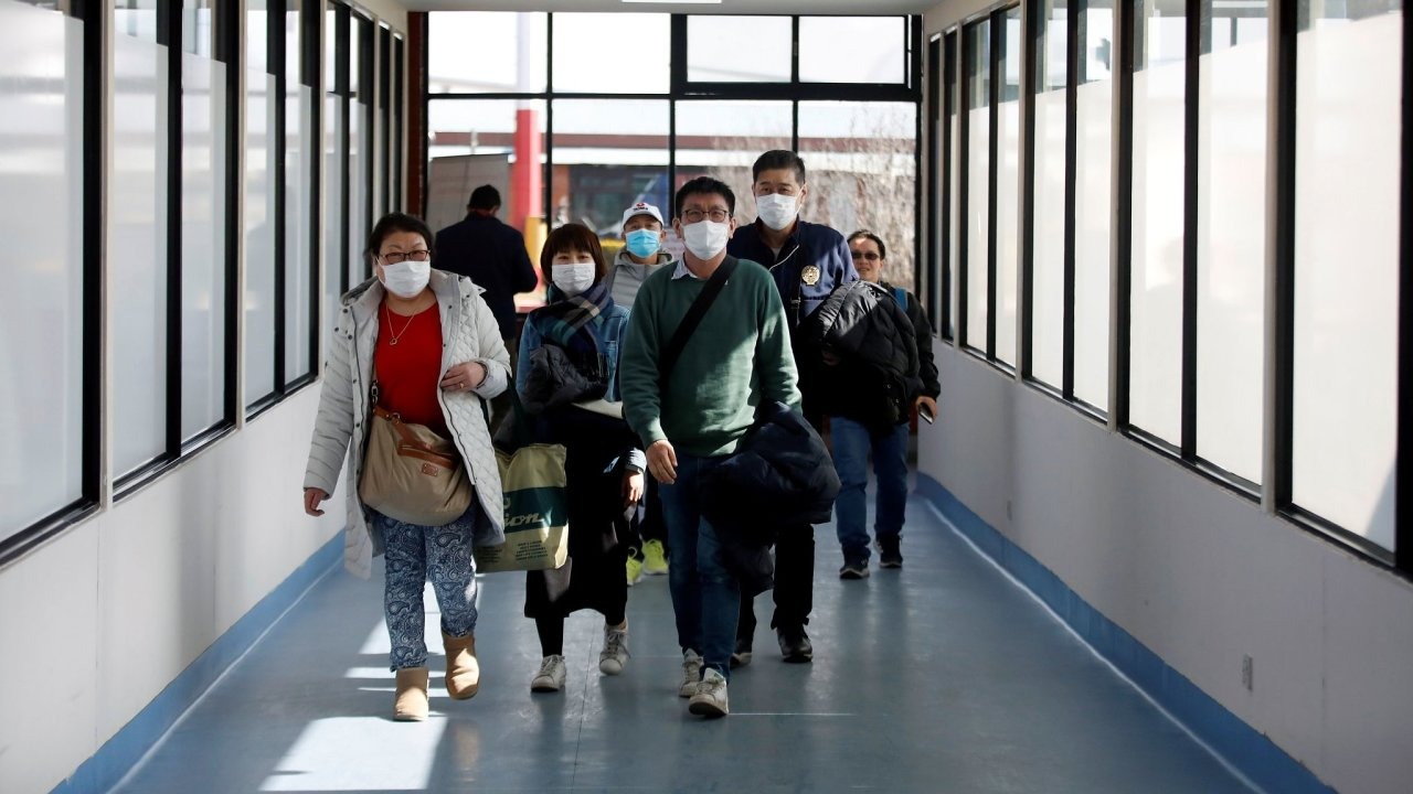 koronavirus, letiště, roušky