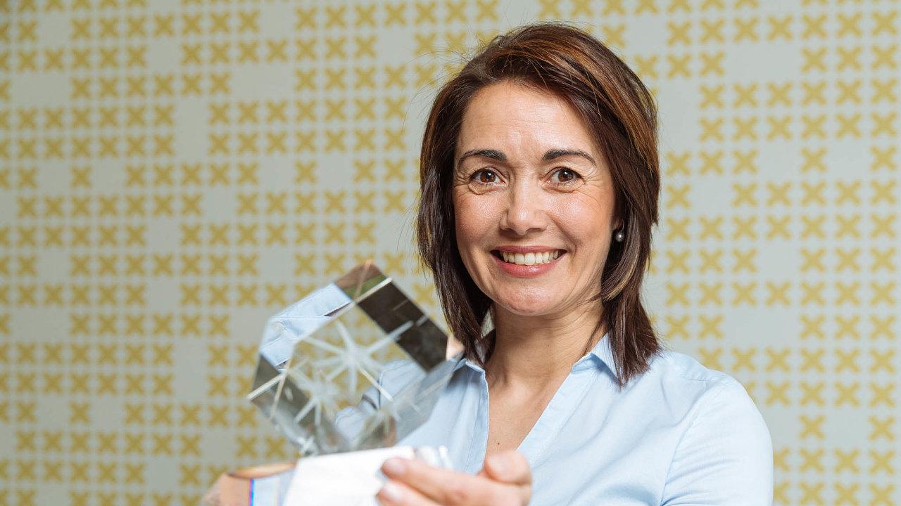 Monika Vondráková je spoluzakladatelkou apředsedkyní správní rady Nadačního fondu Neuron, který vznikl vroce 2010.