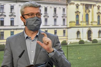 """""""Která banka bude rychlejší apružnější, tak úvěr nabídne dříve,"""" říká k novému programu půjček pro firmy ministr průmyslu aobchodu Karel Havlíček (zaANO)."""
