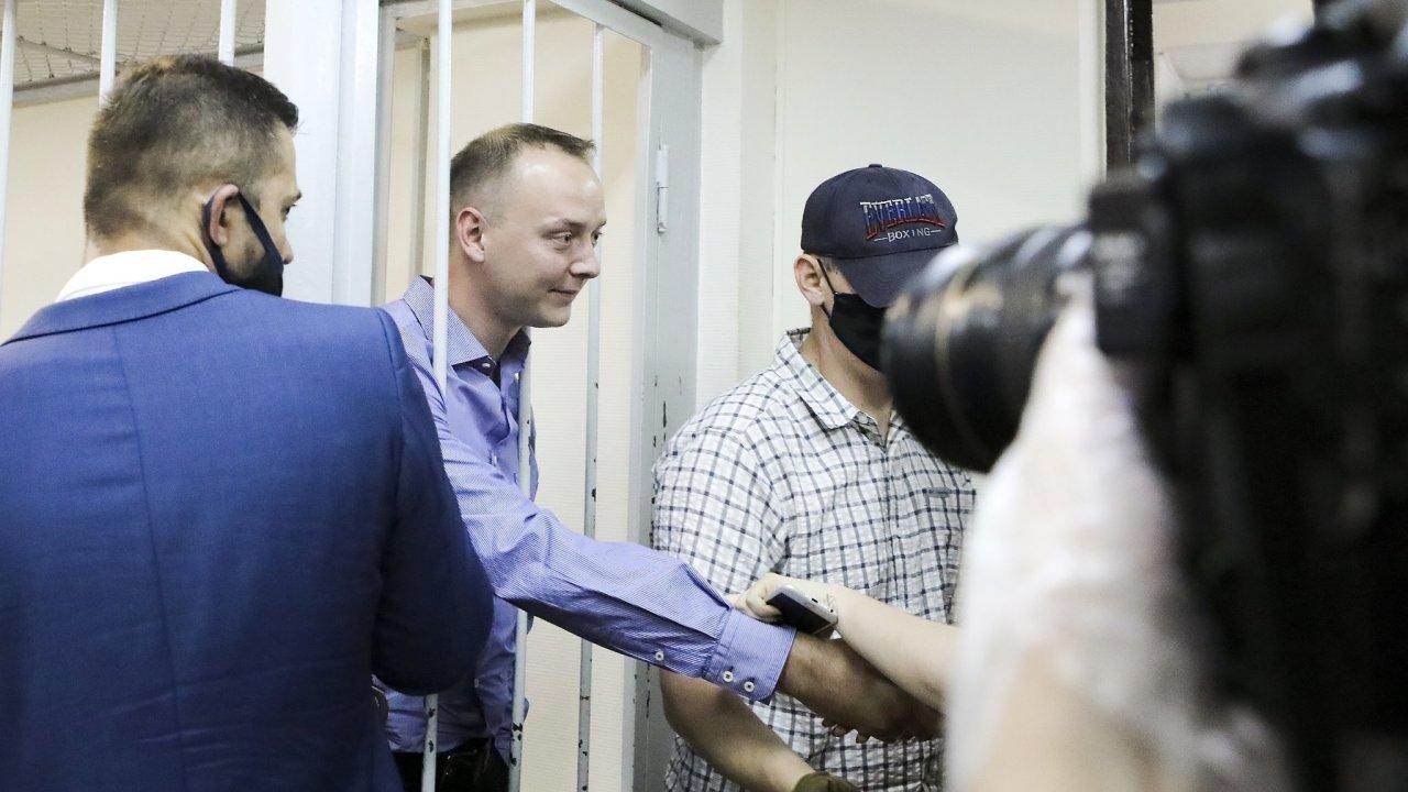 Bývalý ruský novinář Ivan Safronov je obviněný z vlastizrady kvůli údajné spolupráci s českou rozvědkou.