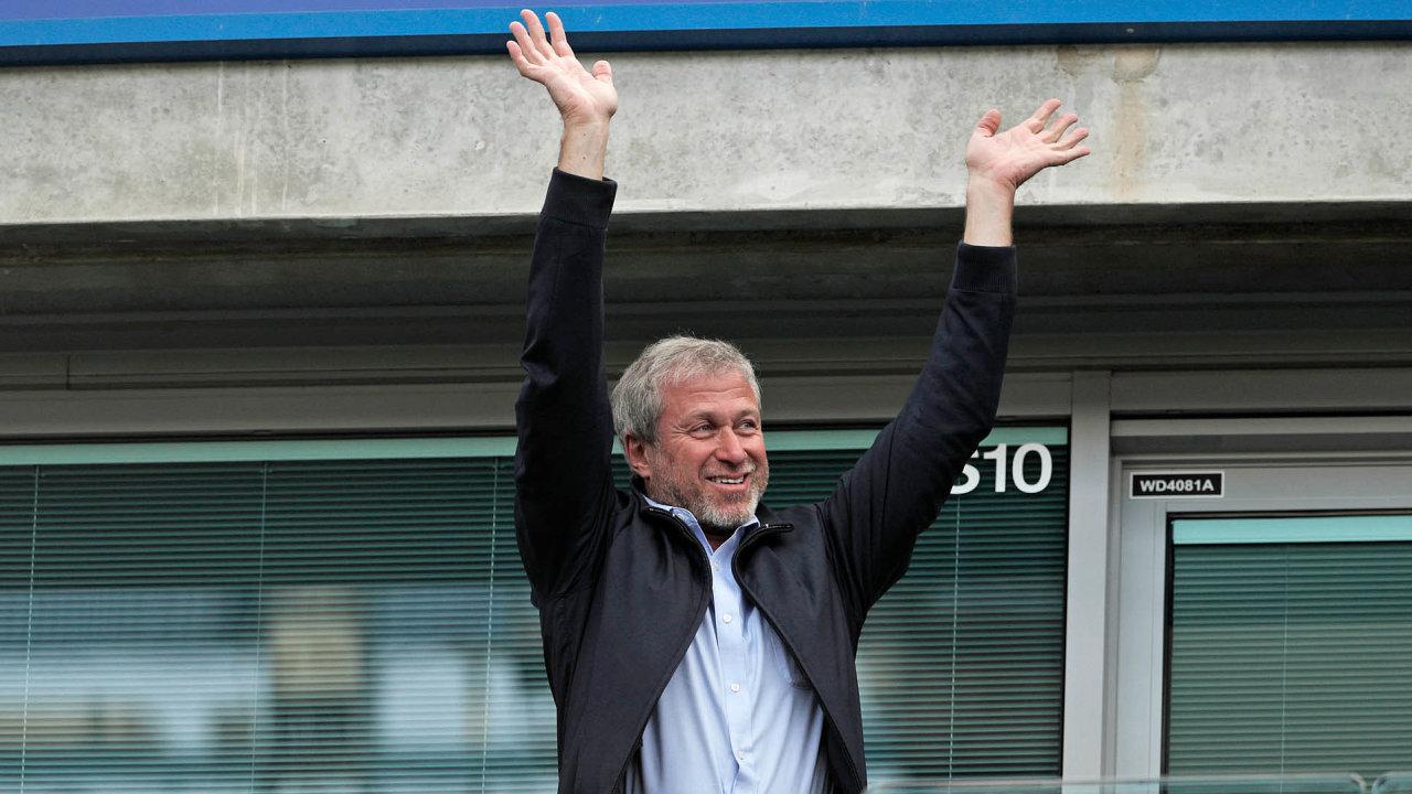 Kupte si klub: Jedním zoligarchů, kteří se vLondýně úspěšně zabydleli, je Roman Abramovič, majitel fotbalové Chelsea. Problém je, že při jeho přesunu doBritánie nikdo nezkoumal původ jeho jmění.
