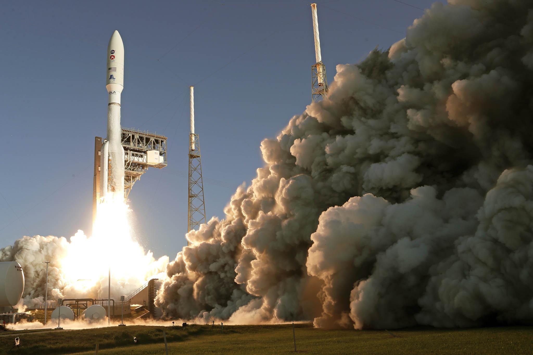 Napalubě rakety AtlasVvčera zfloridského Mysu Canaveral odstartovalo robotické vozítko Perseverance (Vytrvalost). Vúnoru příštího roku by mělo přistát naMarsu.