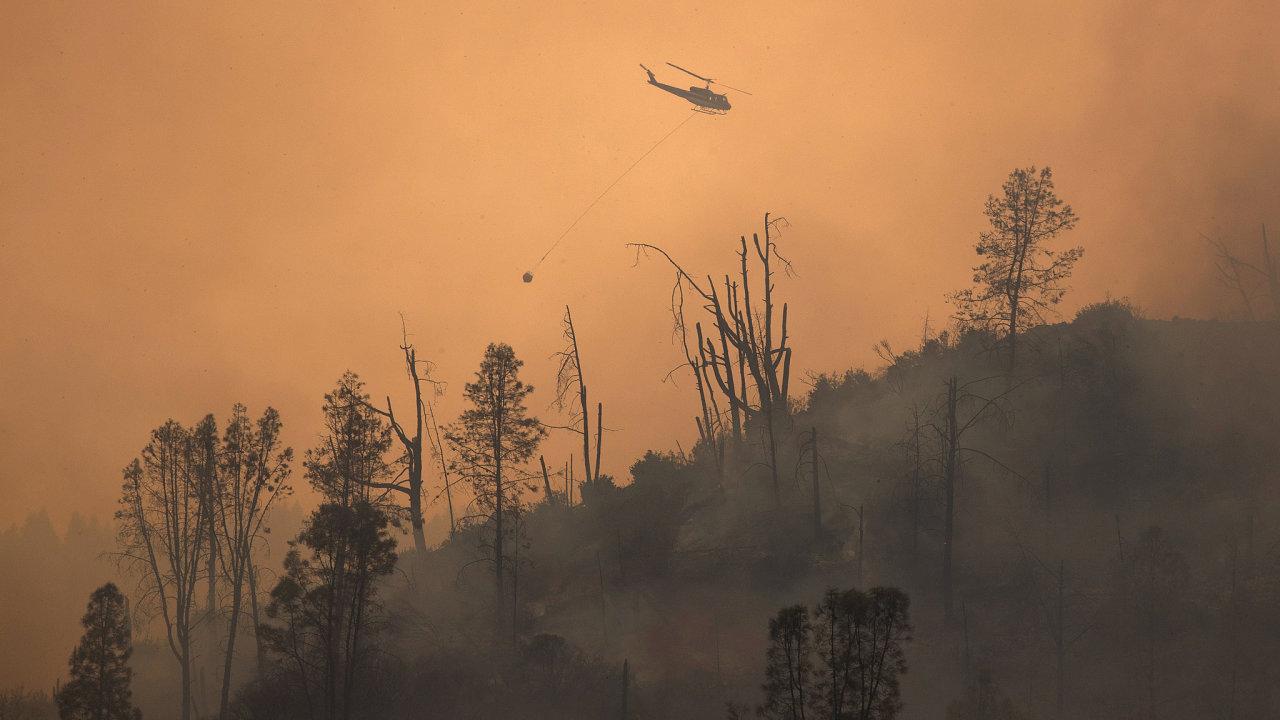 Kalifornii sužují požáry už několik týdnů. Zasáhly také vinařské oblasti Sonoma nebo Napa Valley.