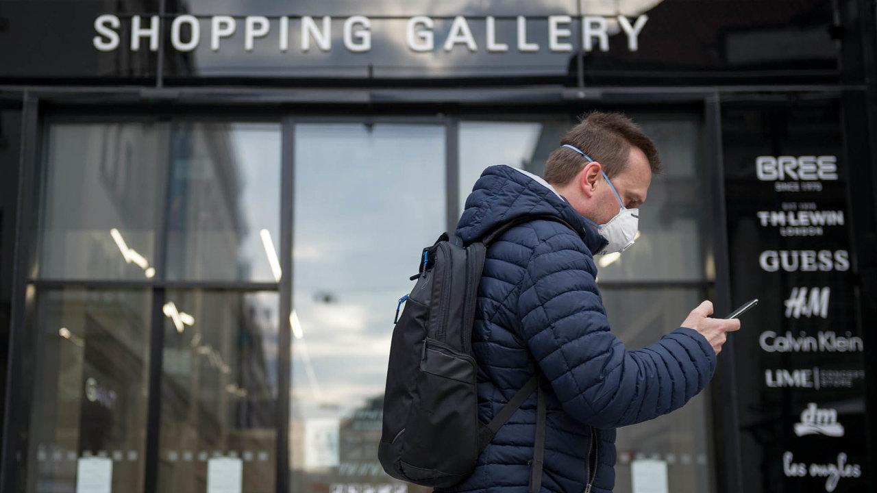 Elektřina s sebou. Podle loňské studie společnosti Atos spotřebuje používání mobilních aplikací (bez využití sítí a datových center) za rok téměř tolik energie jako pětimilionové Irsko.