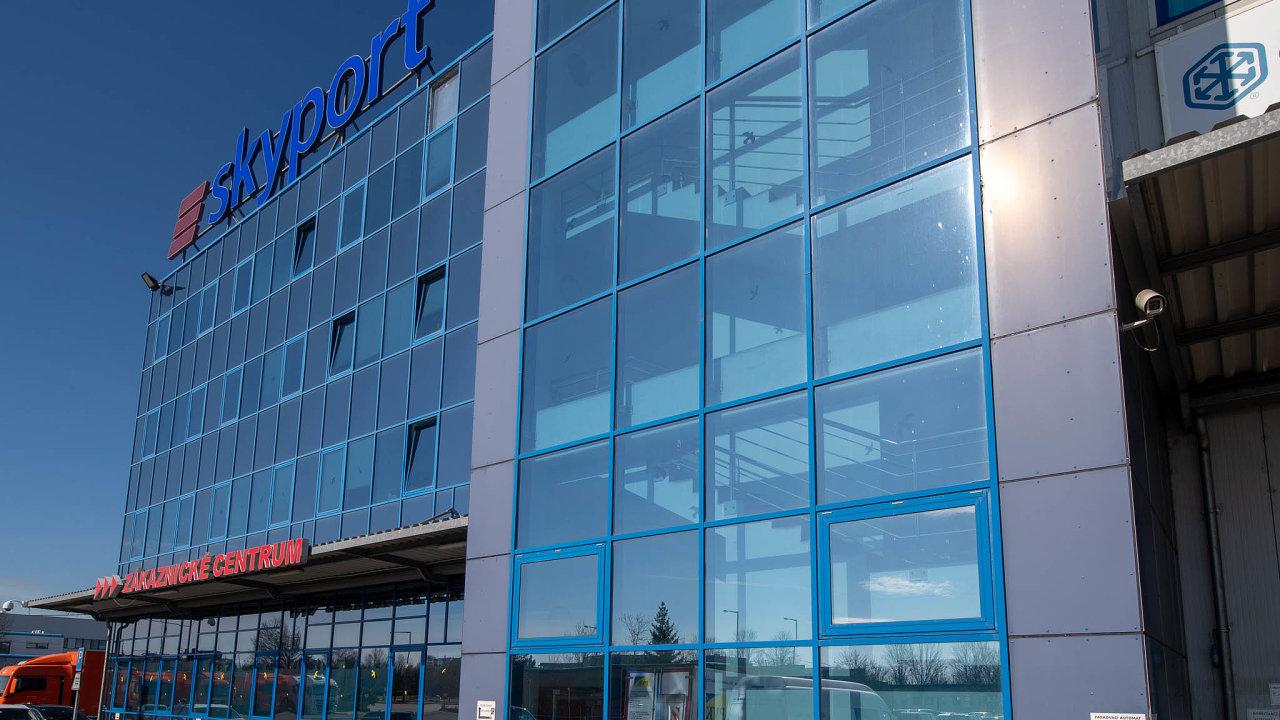 Skupina Czechoslovak Group dostala tento týden od Antimonopolního úřadu pokutu 4,5 milionu korun, porušila prý pravidla při přebírání firmy Skyport.