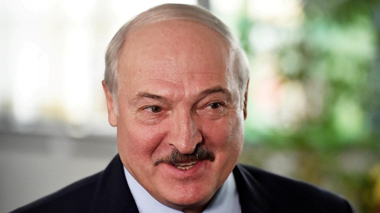 Lotyšsko již loni napodzim oznámilo, že srežimem Alexandra Lukašenka pozfalšovaných prezidentských volbách avlně policejní brutality spolupořádat mistrovství světa v hokeji nebude.