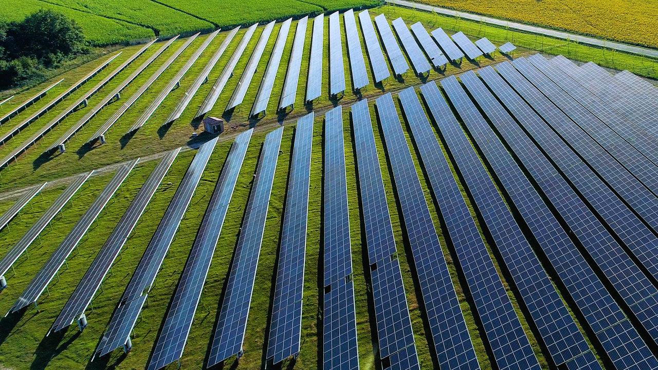 V krajině by díky modernizačnímu fondu mohly opět vznikat větší solární elektrárny (ilustrační snímek).