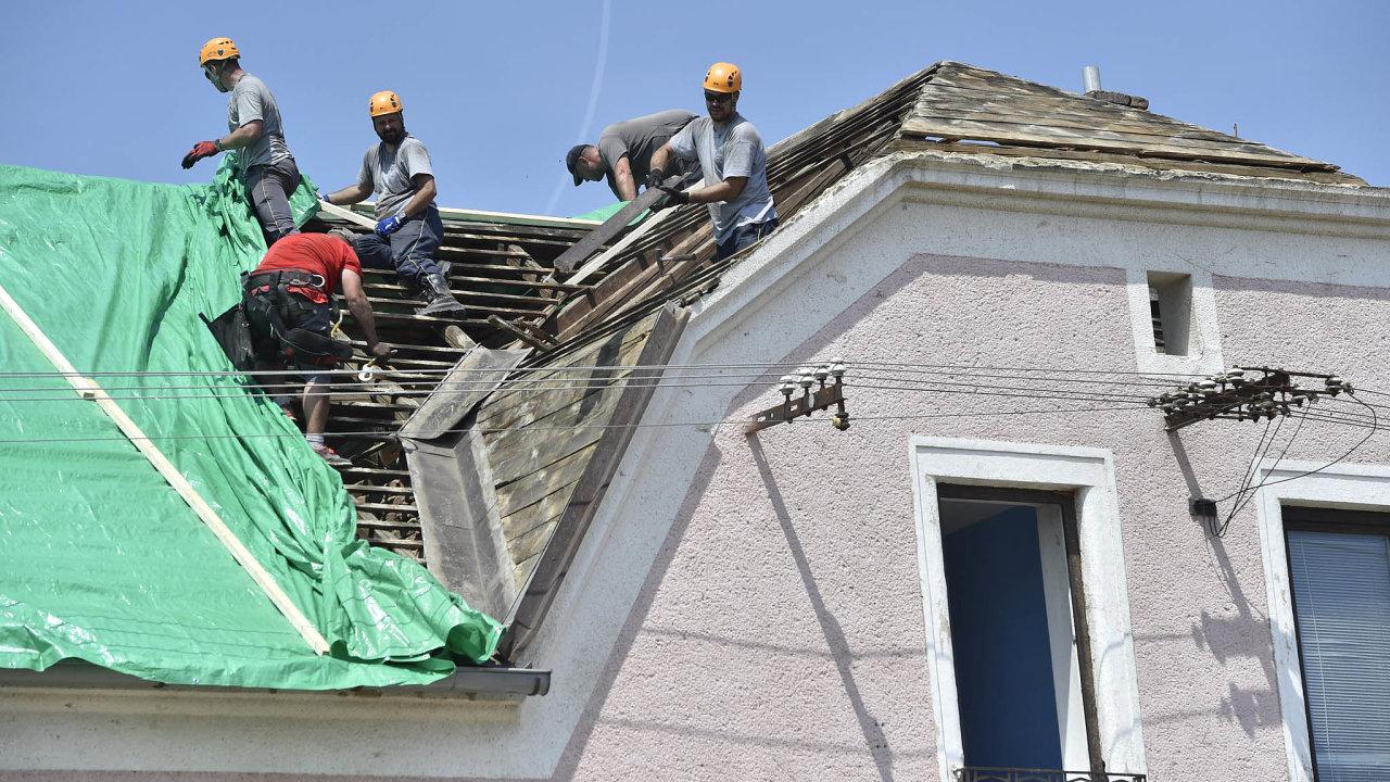 Mikulčice, pomoc při opravě střech
