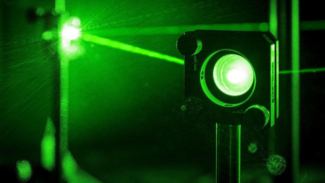 Pro kvantovou komunikací se využívají laserové paprsky a při budování kvantové sítě bude možné využít stávající optické kabely. Jen některá citlivá místa bude nutné předělat.