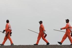pracovnici prace zamestnani uklid