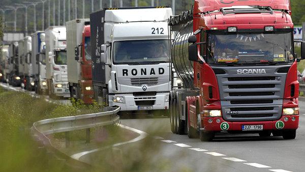 Rusko a Ukrajina si vz�jemn� blokuj� kamionovou dopravu.
