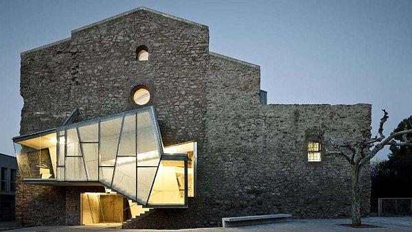 Kulturní centrum ve španělské vesnici Santpedor využívá budovu kostela z 18. století
