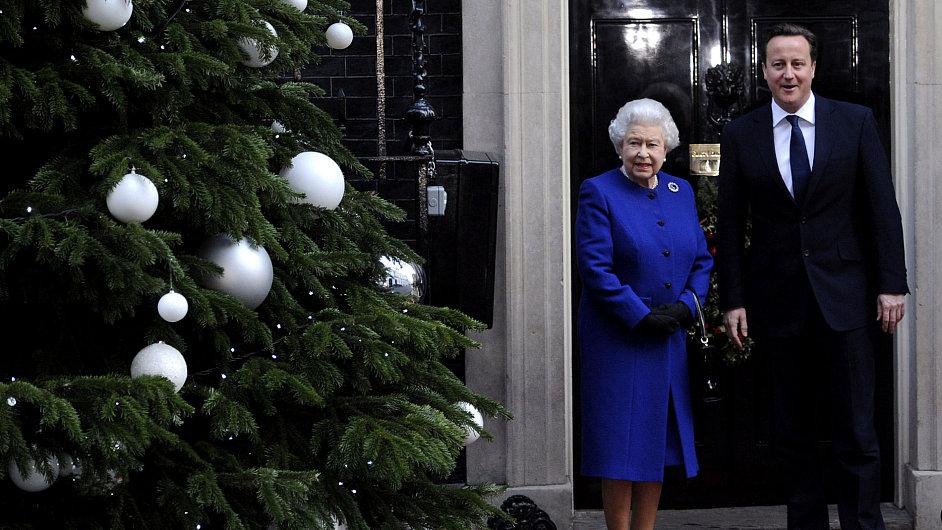 Královna Alžběta II. a britský premiér David Cameron