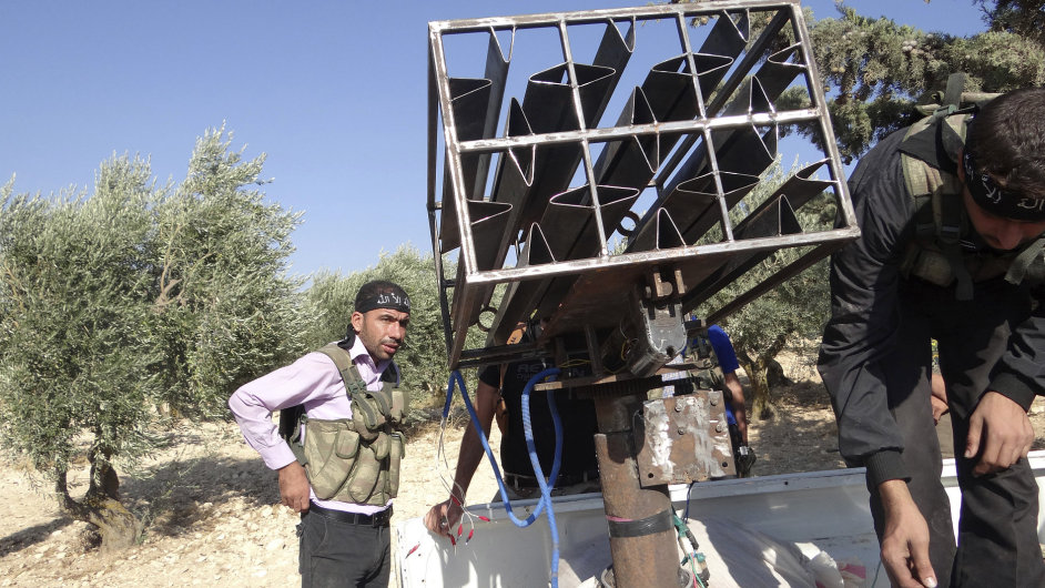 Rebelové v Sýrii vyrábějí zbraně doma.