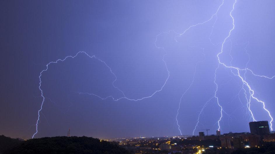 Noční bouřka, ilustrační foto