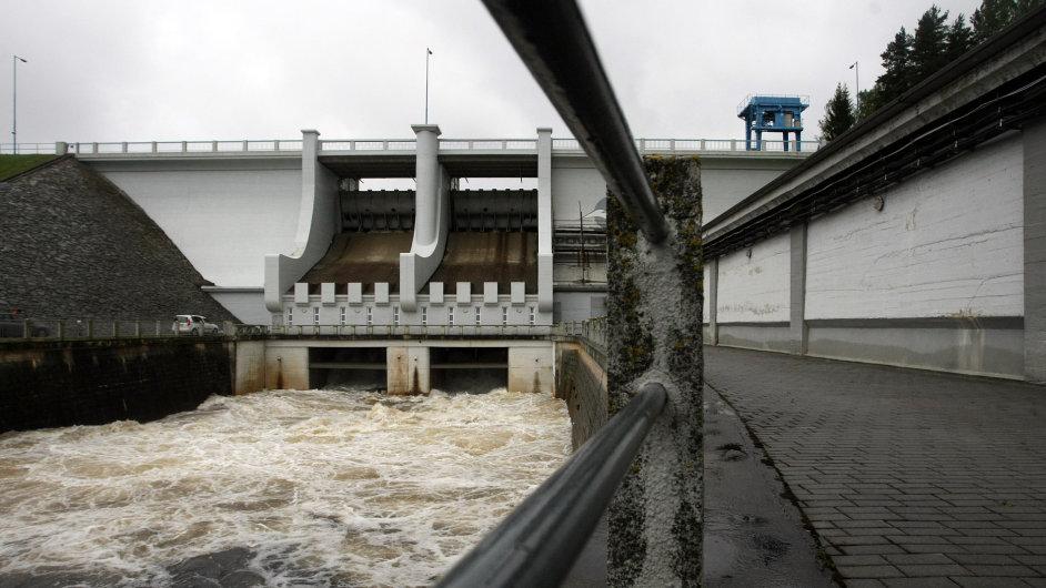 Vodní nádrž Lipno v době červnových povodní.