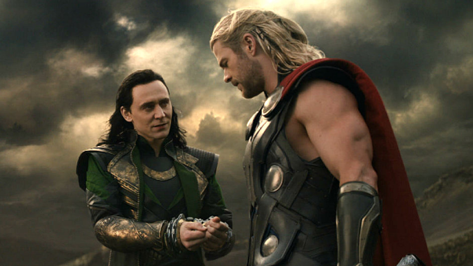 V druhém filmu se musí Thor znovu spojit se svým bratrem Lokim (vlevo)
