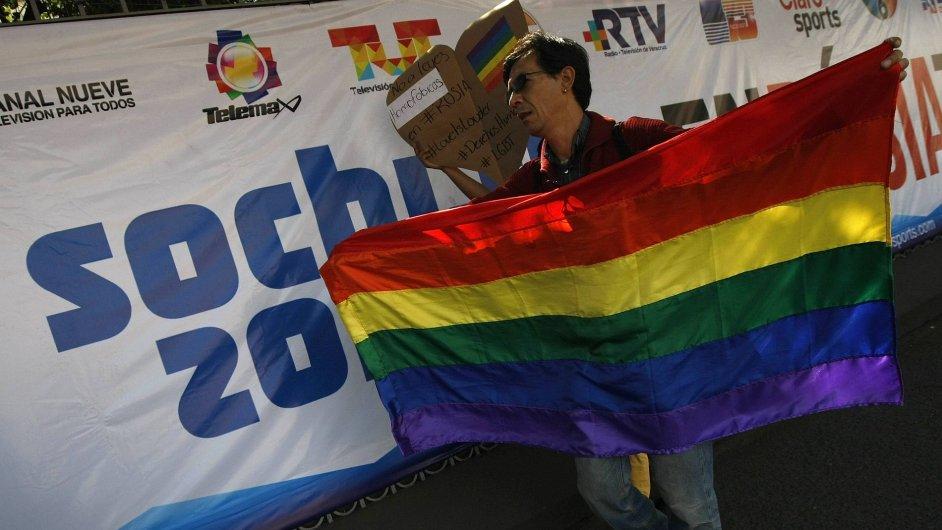 Protest zástupce LGBT komunity před ruskou ambasádou v Mexiku