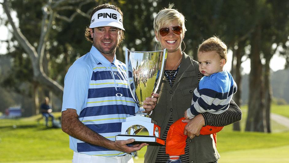 Bubba Watson v rodinném kruhu s trofejí pro vítěze v Pacific Palisades