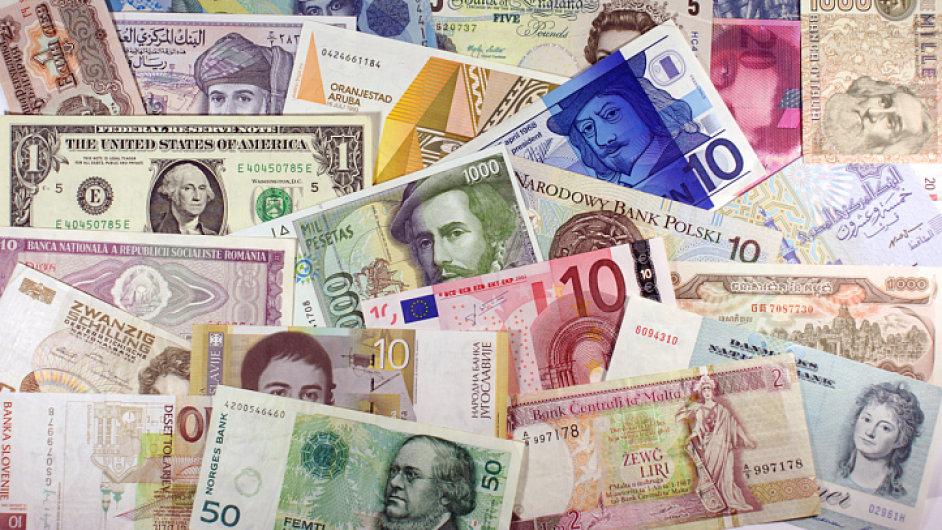 Peníze, měny, různé světové bankovky, ilustrační foto
