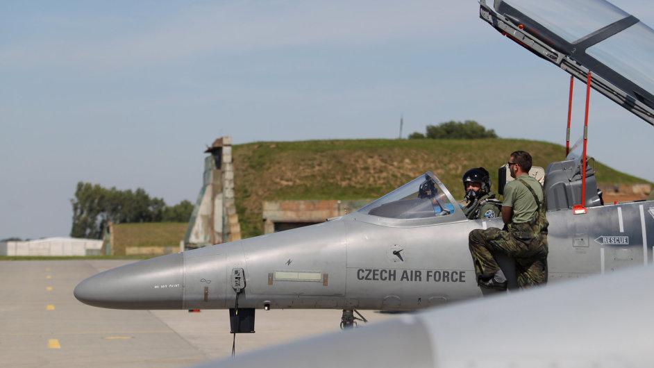 Letoun Aero L-159 z výzbroje českého letectva na základně v Čáslavi