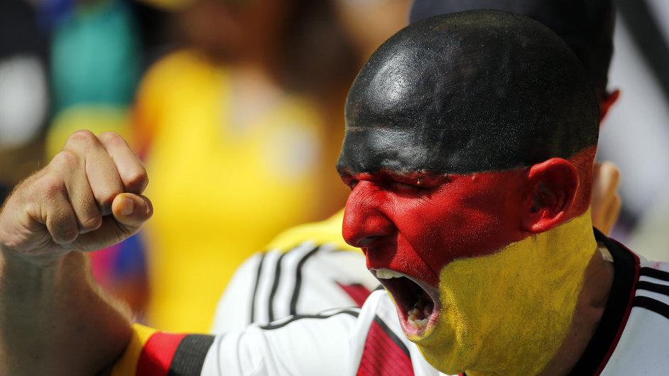 Německý fanoušek na stadionu Maracaná v Brazílii.