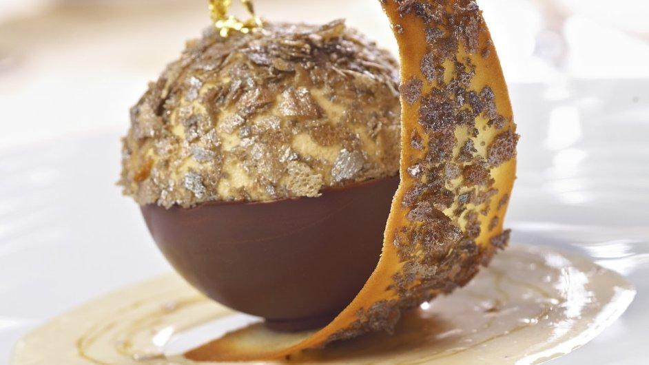 Kaštanové parfait s omáčkou Grand Marnier.